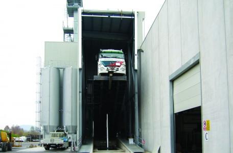 Porta ad impacchettamento rapido speed-pack, installata a 15 mt di altezza su struttura in carpenteria per copertura rampa d'accesso vasca di scarico sabbie speciali